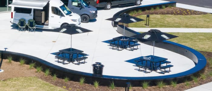 Patio Seating at Mercedes-Benz Van Center – Baker