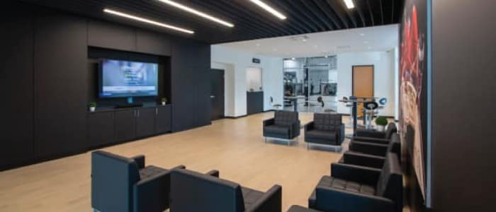 TV Viewing Lounge at Mercedes-Benz Van Center – Baker